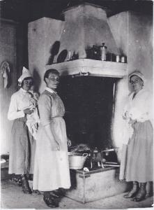 Nov-Rumbo Anna Olsson i mitten, Fryksås 1918 ( 253-1)