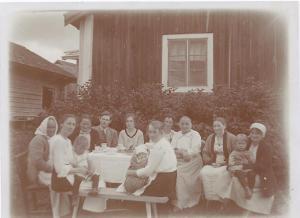 Bild från Maria Johanssons stuga 1921 eller 1922,0001