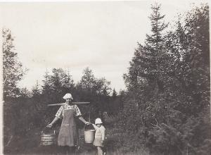 Greta Pettersson och Anna-Greta Knutsson (16 aug 1923)