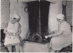 Smids Astrid och Anna den 20 juli 1927,  0001